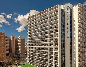The RH PRINCESA Hotel in Benidorm receives two of the most relevant awards in the British tourism sector